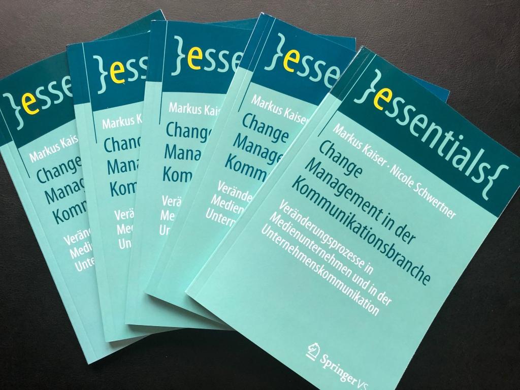"""Unser Buch """"Change Management in der Kommunikationsbranche. Veränderungsprozesse in Medienunternehmen und in der Unternehmenskommunikation"""" von Nicole Schwertner und Markus Kaiser ist bei SpringerVS erschienen und ab sofort im Buchhandel erhältlich."""